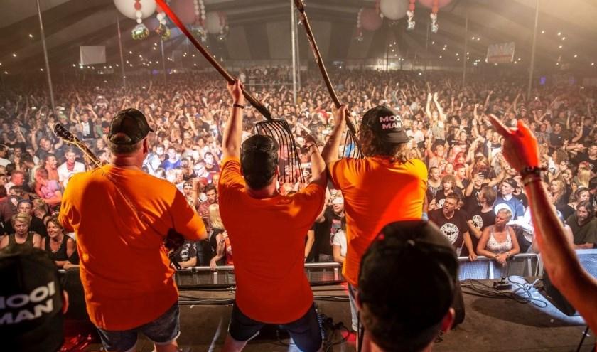 Het Dicky Woodstock Popfestival in Steenwijkerwold trekt jaarlijks duizenden bezoekers. Dit jaar is het feest op 1, 2 en 3 augustus.