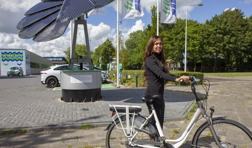 """Mirjam Marinus van Friesland Lease in Drachten is enthousiast over het nieuwste product. Een vitaliteitscheck is mogelijk voor iedereen die een fiets least. """"Wij hebben klanten in heel Nederland."""""""