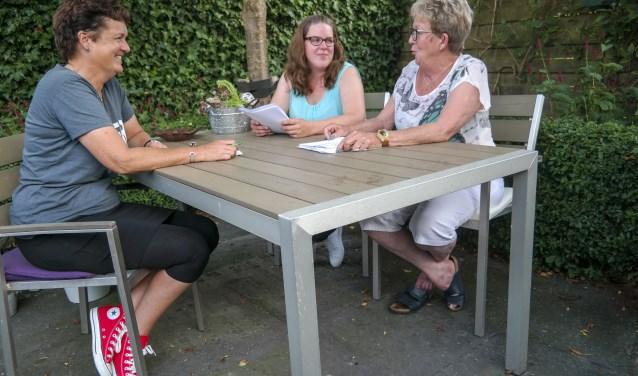 Bea Westerdijk, Jetske Hoekstra en Doutsje Hoekstra-De Vries zorgen er ook dit jaar voor dat er een gezellige braderie kan plaatsvinden in Earnewâld.