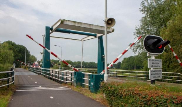 <p>De brug bij Eastermar ligt op de fietsroute rond de Burgumermar, zaterdag 4 september.</p>