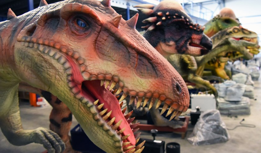 De dinosaurussen zijn tijdens Monster Outlet Saturday terug in het centrum van Surhuisterveen.