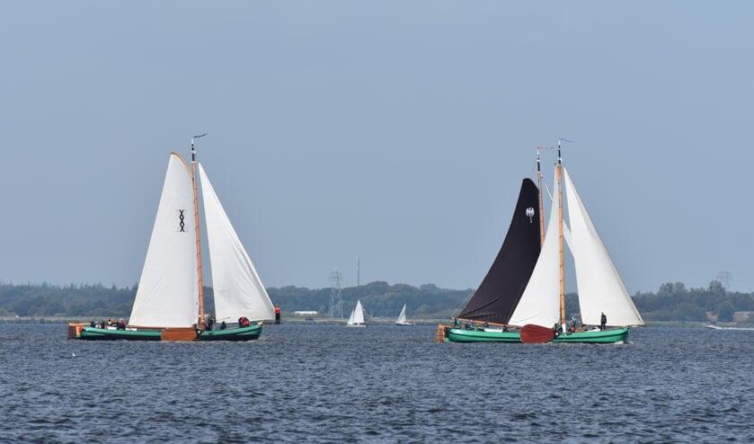 Andries Brouwer verslaat met De Reuzen uit Akkrum (rechts) opnieuw de rest van de kleine a-klasse.