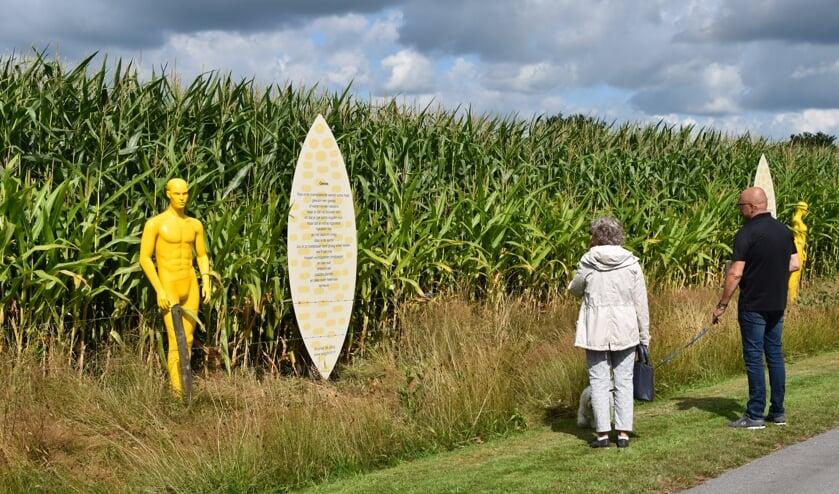 De maispoppen en -gedichten in De Tike hebben meteen bekijks.