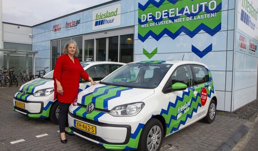 Verhuurmanager Tanja Bouma is enthousiast over de mogelijkheden van de deelauto, een nieuw concept van Friesland Lease dat wordt aangeboden via Friesland Huur.
