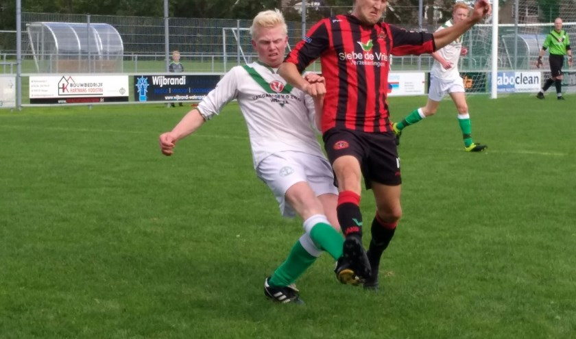 VV Warga (wit-groene tenues) was niet op schot tegen Read Swart.