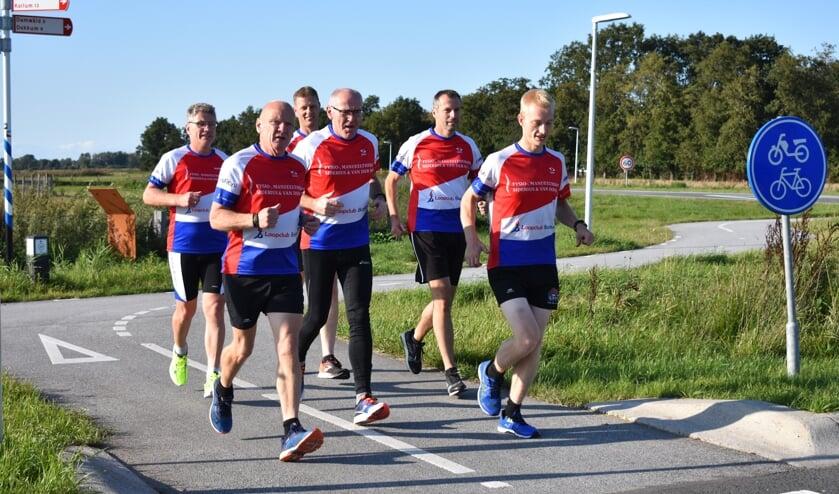 Loopclub Burgum organiseert de Weidesompewâldrin. Zes ledenverkennen een stukje van de route.
