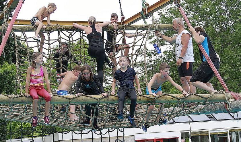 De survival in zwembad Wettervlecke was een evenement voor ruim tachtig deelnemers.