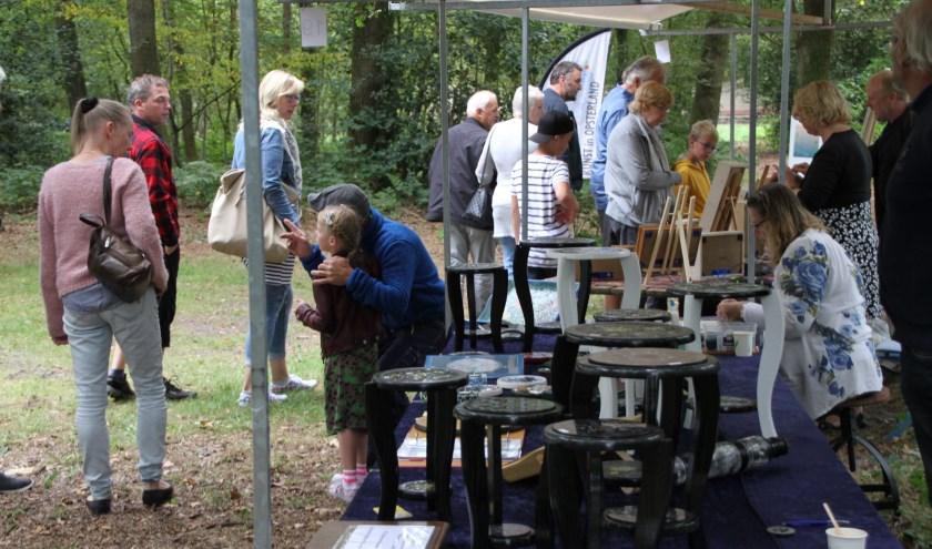 De kunstmarkt in Opsterland mag elke keer op een grote belangstelling rekenen.
