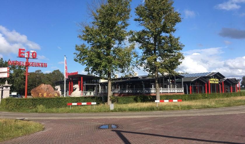 Wokpaleis E10 aan het bekende kruispunt tussen Hurdegaryp en Leeuwarden.