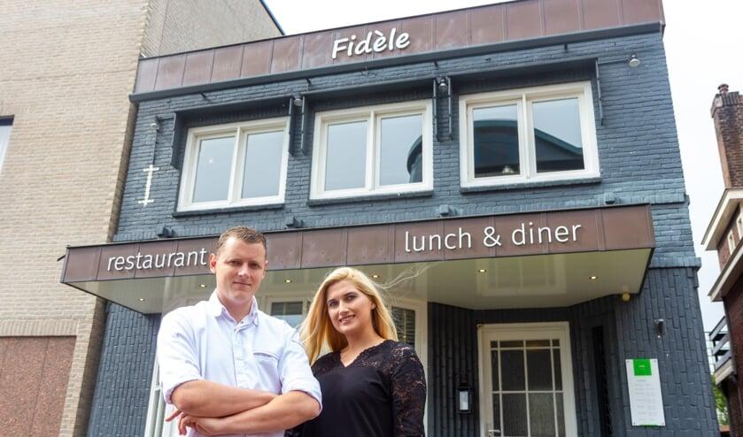 De eigenaren Gerry Trouw en Willemijn Elzinga voor hun nieuwe restaurant Fidèle.