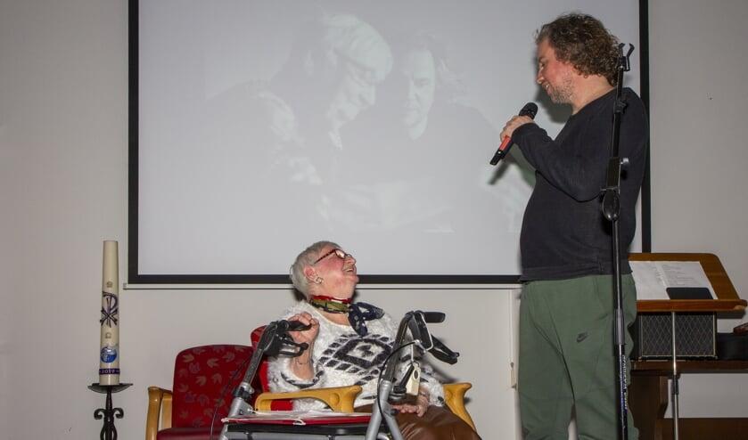 Sietske de Boer - de Vries uit Dokkum vertelde aan de Dichter des Vaderlands Tsead Bruinja haar levensverhaal. Hij maakte er een gedicht over. De activiteit maakt onderdeel uit van een poëzieproject in elf woonzorginstellingen.
