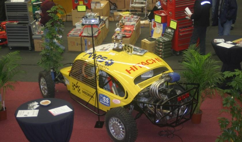 Er zijn verschillende race-auto's te zien op de autosportbeurs in Drachten.