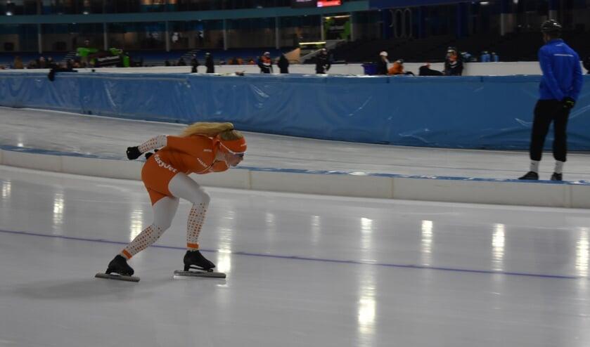 Schaatsster Marijke Groenewoud in training op Thialf-ijs. Deze week schaatst ze tweemaal op de Weissensee.