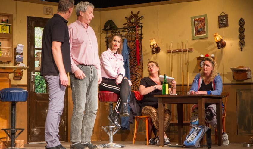 V.l.n.r.: Krijn Kromme, Bram Boterbloem, Meta Miedema, Lidy Roemers en Ellen de Leeuw. Op de foto ontbreekt Styn Kromme.