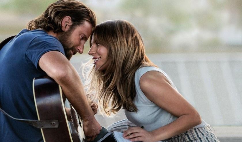 Lady Gaga en Bradley Cooper spelen de hoofdrollen in A Star is Born.