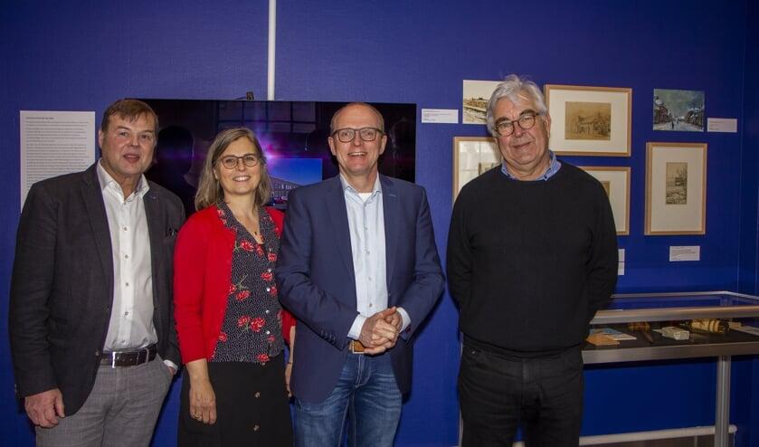 Voorzitter van Ha & Ie Douwe Blom, directeur van Museum Dr8888 Nieske Ketelaar, wethouder van Smallingerland Robert Bakker en bestuurslid van Smelne´s Erfskip Lolke Schurer. Bekijk ook het ActiefPlus-filmpje met je app.
