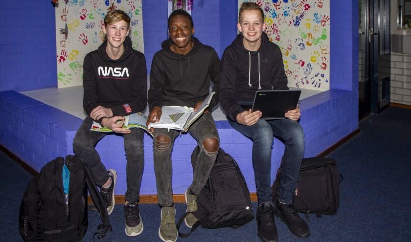 Klaas-Pieter, Méthode en Mike zitten met veel plezier op De Saad in Damwâld.Woensdag 5 februari heeft deze school een open avond.