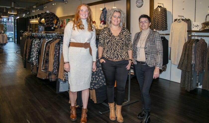 <p>Lianne, Anke en Grietje houden van hun werk: mode, en klanten goed en eerlijk advies geven.<br>Ze werken in het filiaal in Surhuisterveen.</p>