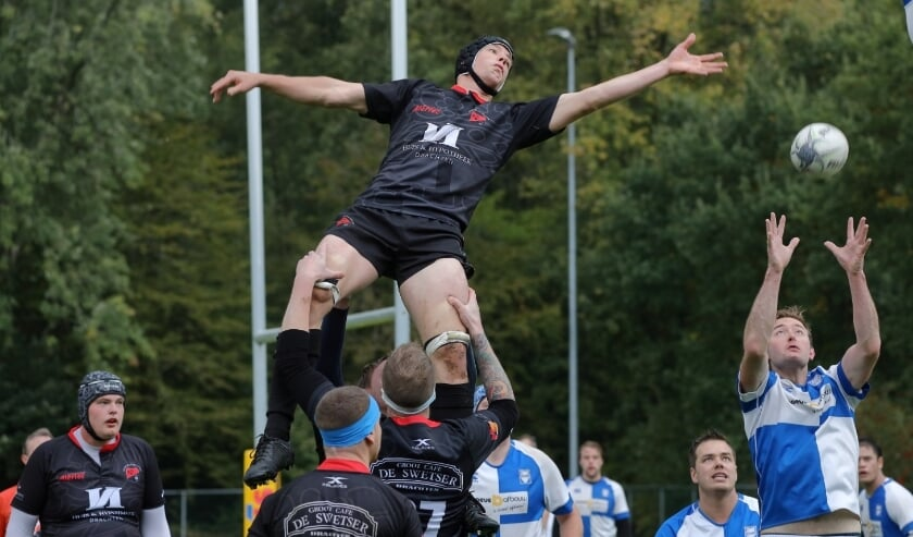 <p>Een spectaculair spelmoment in de wedstrijd van Rugbyclub Drachten.</p>
