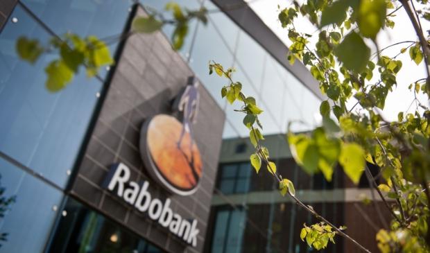 <p>De Rabobank blijft ondanks het sluiten van een aantal kantoren dichtbij de klant.</p>