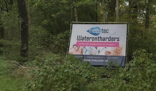 <p>Aan de Sweachsterwei bij Beetsterzwaag staat een nieuw<br>reclamebord van Mezutec, dat filialen heeft in Zuidwolde en Drachten.</p>