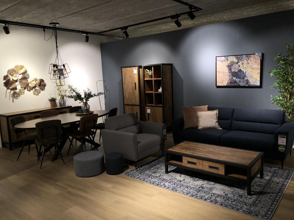 Beneden heeft de Budget Home Store talloze woonopstellingen, op de bovenverdieping zijn nu ook Budget Home Store-keukens. Foto: Ingezonden © Actief Media