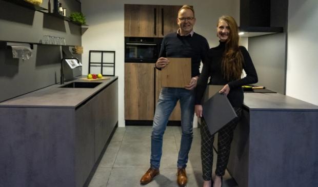 <p>Rob en Jannie Wijnstra van De Haan Keukens wensen iedereen ondanks alles fijne feestdagen en een gezond en succesvol 2021.</p>