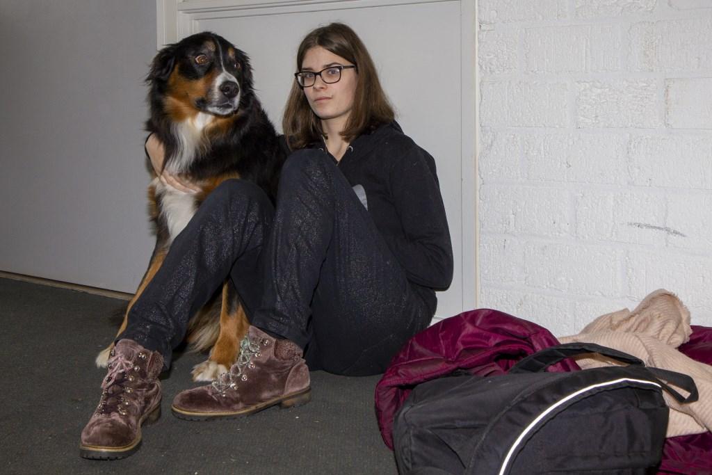 Een aantal docenten nemen hun hond mee naar school. Leerlingen genieten in de pauze van hun gezelschap, maar de hond mag ook uitgelaten worden door leerlingen die bijvoorbeeld 'even rust' nodig hebben.  © Actief Media