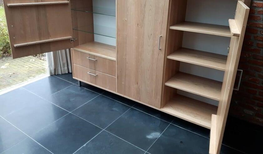 Emko Vis maakt meubels precies naar wens van de klant.