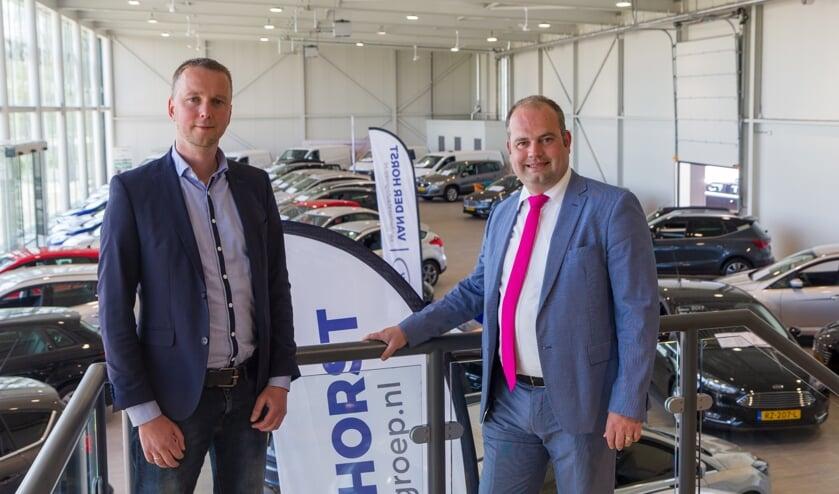 René den Hoedt en Geert van der Horst op de trap naar de tweede etage van de showroom in  Leeuwarden die in totaal een oppervlakte heeft van 2750 vierkante meter.