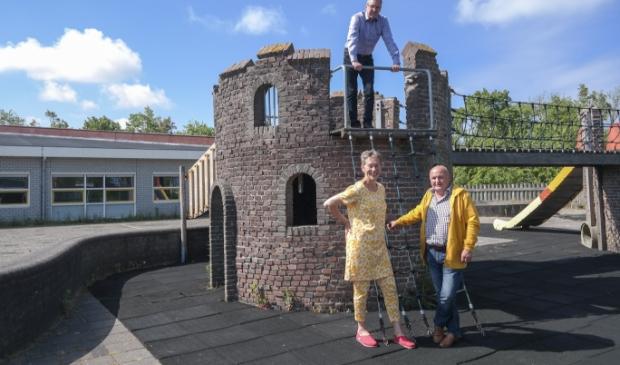 De Ginnumers Cees Douwes en Silvia en René Manzoni benadrukken het belang van een dorpshuis voor De Flieterpen in de voormalige basisschool.