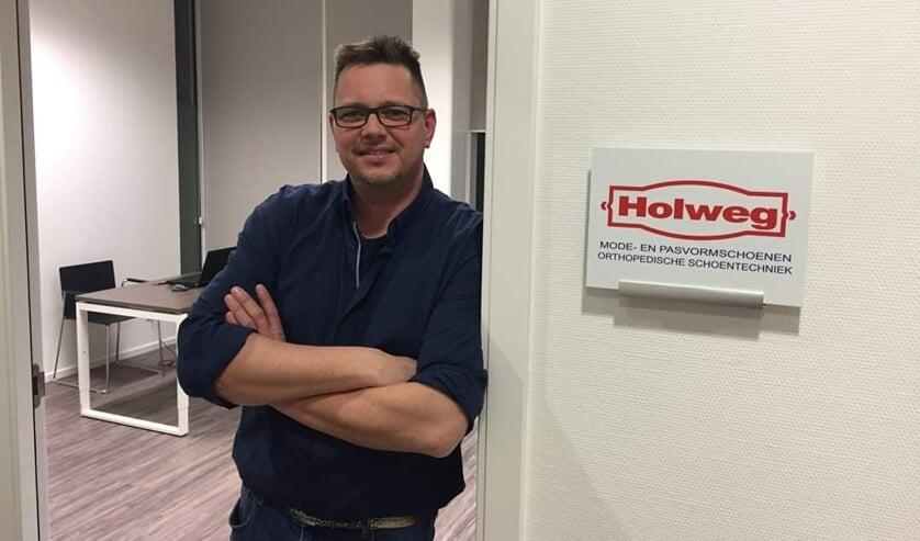 Orthopedisch schoentechnicus Gerrit Vrijburg woont in de omgeving van Burgum en werkt bij Holweg Orthopedische Schoentechniek. Iedere woensdagmiddag heeft hij in het Maxima Centrum spreekuur.