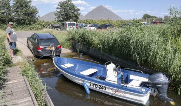 De trailerhelling in Kootstertille waar volop ruimte is om te parkeren en te manoeuvreren met kleine bootjes.
