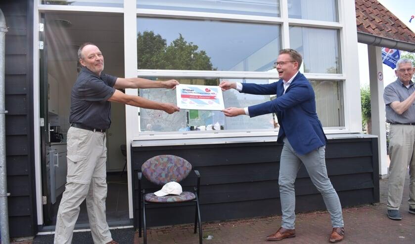V.l.n.r.: Rienk Vlieger, wethouder Andries Bouwman en gastheer Wijbe Postma.