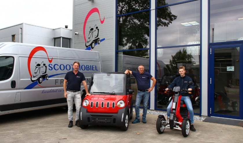 V.l.n.r. Simon, Jan en Brent van Scootmobiel Friesland.