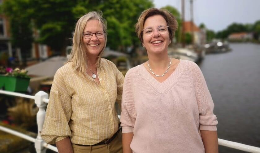 Janke de Vries en Marjanna Veenstra van Verloskundigenpraktijk 'Catharina Schrader in Dokkum en De Westereen.