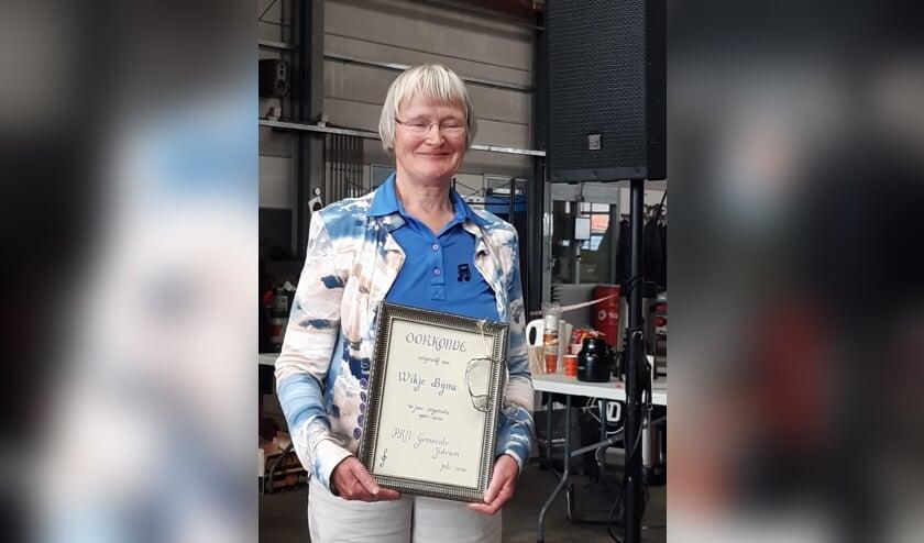 Wikje Bijma kreeg onder andere een oorkonde voor haar werk voor de kerk.