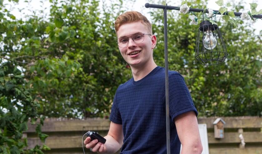 De negentienjarige Sam Mebius draagt zijn insulinepomp altijd bij zich.