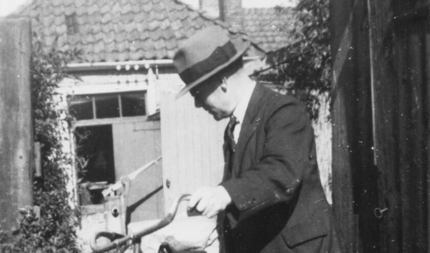 Jan Steegstra begon vandaag precies  80 jaar geleden zijn eigen drukkerij achter het pand Schoolstraat 72 in Burgum.