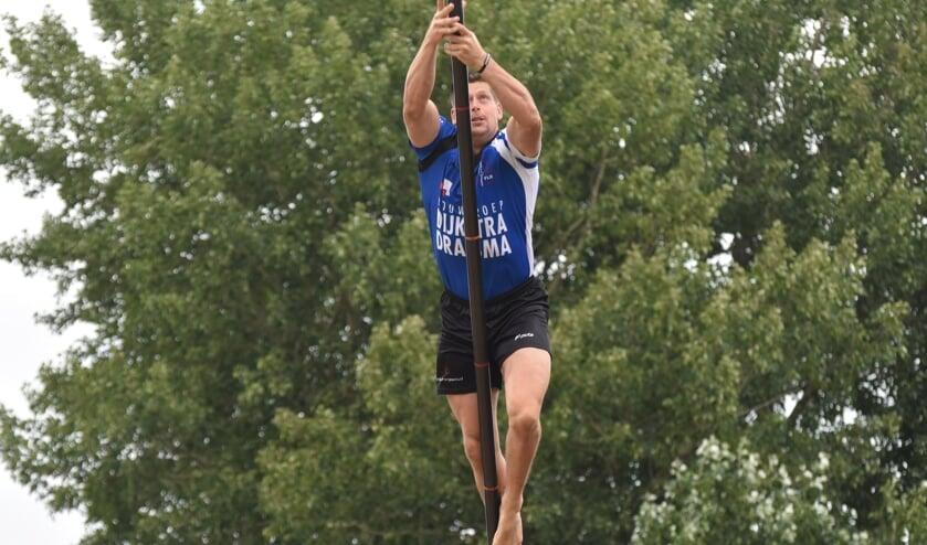 Helmholt sprong zaterdag matig in Buitenpost, maar won wel.