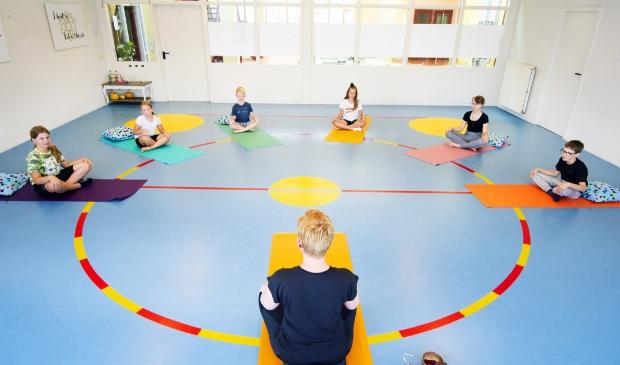 <p>Yogamatties biedt yogalessen en mindfulnesstrainingen aan kinderen en tieners.</p>