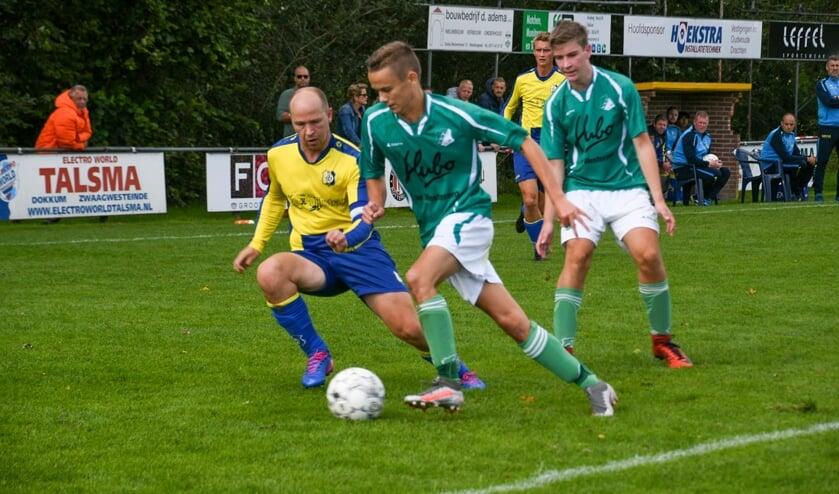Vijf minuten voor tijd scoorde VVT (groen-witte tenues) de winnende treffer.