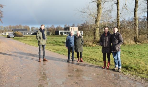 V.l.n.r.: Gerrit Dijkstra, Cor van Staveren, Marianne van Staveren, Paula Zijda en Rob Laan.
