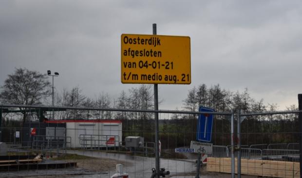 De Oosterdijk bij Ryptsjerk is afgesloten. Er wordt een nieuw gemaal gebouwd.