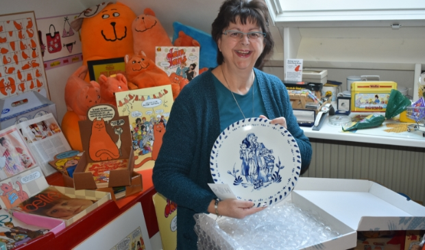 <p>Angela Doorenbos uit Drachten verzamelt vrijwel alles over Jan, Jans en de kinderen.</p>