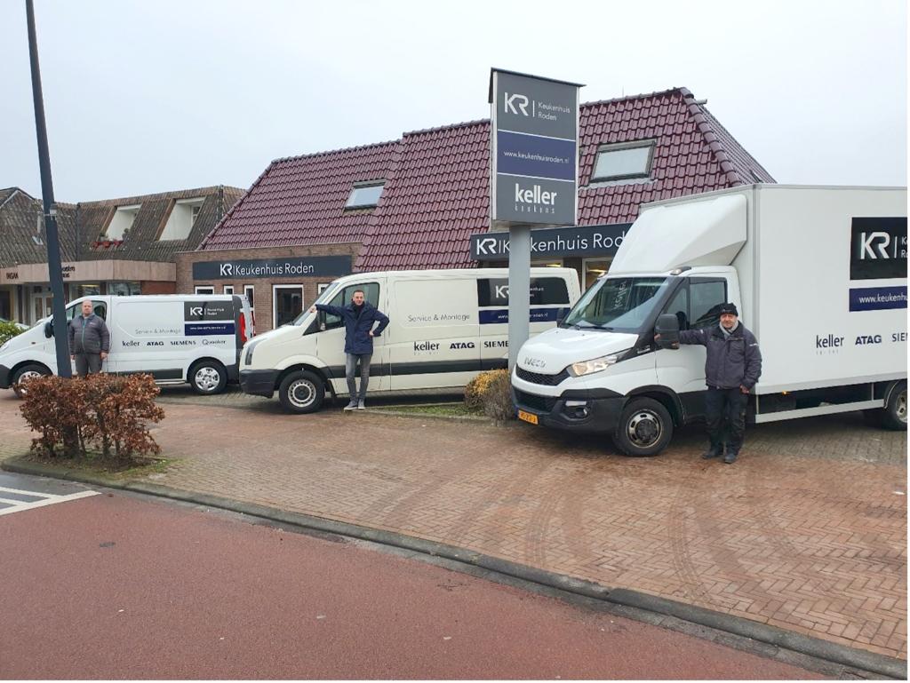 Henk, Rinnert en Patrick dragen zorg voor de levering en montage van de keukens. Foto: Ingezonden © Actief Media