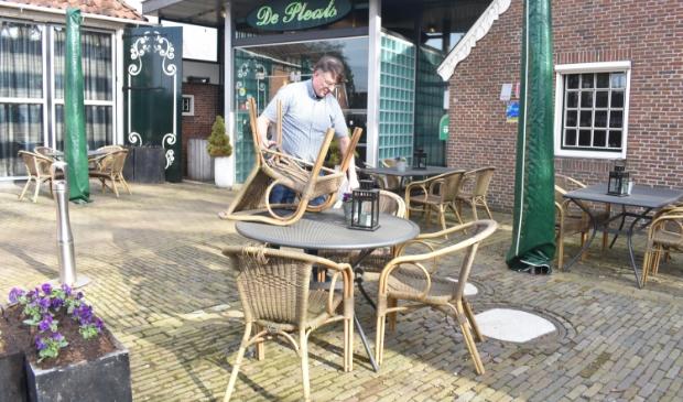 Eelke Duursma laat zien wat dinsdag de actie inhoudt in Tytsjerksteradiel en Achtkarspelen.