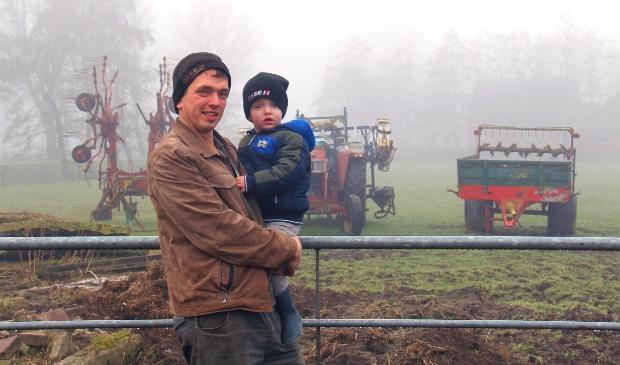 <p>Kornelis Hietkamp en zijn zoon Auke.</p>