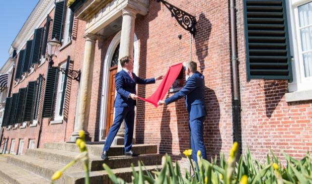 <p>Burgemeester Johannes Kramer en wethouder Jelle Boerema.</p>