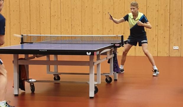 <p>Jeugdige topspeler Yljan Nicolai van TTV-Dokkum in actie.</p>